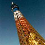 TOKYO ナイトウォーク 東京スカイツリーと東京タワーがトリコロールに。